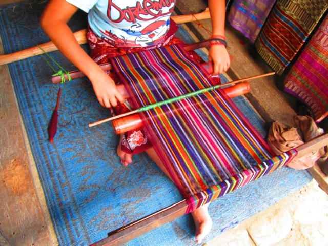 A girl weave the yarn..