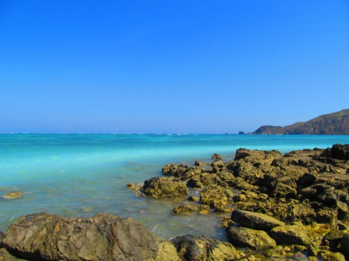 What an amazing turquoise beach and coral reef.....